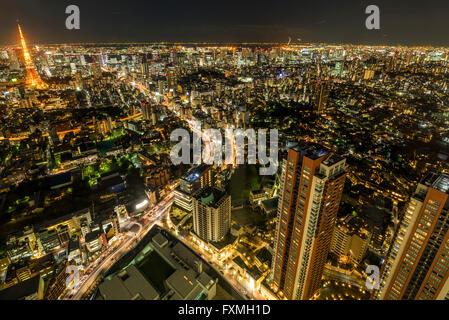 La tour de Tokyo et les immeubles de grande hauteur dans la nuit à Tokyo, Japon Banque D'Images