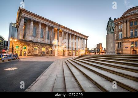 Birmingham Town Hall est situé à Victoria Square, Birmingham, Angleterre. Banque D'Images