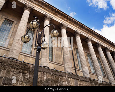 Vieille lampe standard à l'hôtel de ville de Victoria Square Birmingham West Midlands England Banque D'Images