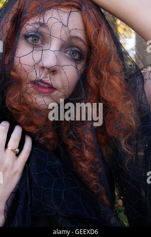 Femme en voile noir avec Banque D'Images