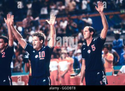 USA #10 Chris Marlowe, #5 Duwelius riche, les hommes de l'équipe de volley-ball aux Jeux Olympiques de 1984 Banque D'Images
