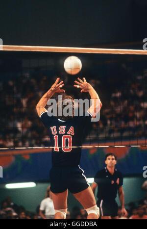USA #10 Chris Marlowe en action au cours de match à Long Beach Arena, les hommes de l'équipe de volley-ball aux Banque D'Images