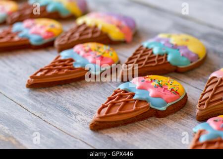 Biscuits sur surface en bois gris. Banque D'Images