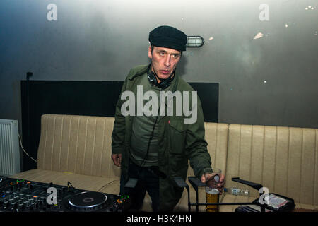 Londres, 8 octobre 2016. Oasis et Noel Gallagher's tour DJ Phil Smith djing à cette sensation présente, Londres, Banque D'Images