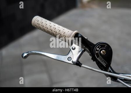 Poignée de vélo rétro Banque D'Images