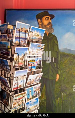 Fidel Castro derrière la peinture post rack carte touristique de La Havane Cuba Banque D'Images