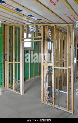 Nouvelles de l'intérieur de l'efficacité énergétique au Royaume-Uni Maison Passive bâtiment montre conduits, de Banque D'Images