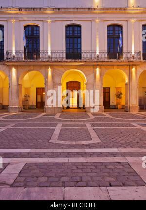 L'Argentine, Cordoba, Crépuscule vue du Cabildo de Cordoue, l'hôtel de ville coloniale. Banque D'Images