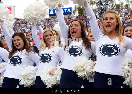 Pasadena, Californie, USA. 2 Jan, 2017. Cheerleaders de l'Université Penn State Nittany Lions en action lors d'une Banque D'Images
