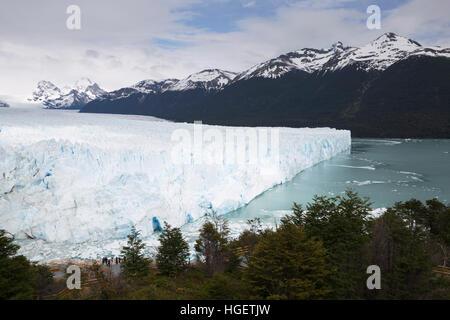 Perito Moreno Glacier sur le lac Argentino, El Calafate, parc national Los Glaciares, Patagonie, Argentine, Amérique Banque D'Images