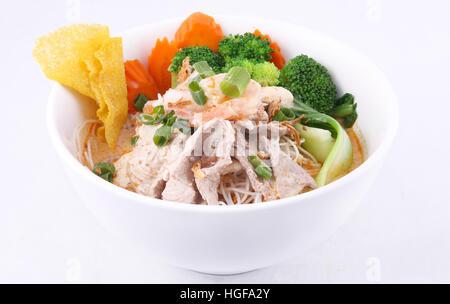 Soupe aux nouilles Laksa aliments malaisienne traditionnelle Banque D'Images