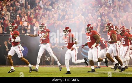 Tampa, États-Unis. Jan 9, 2017. Alabama Crimson Tide les joueurs prennent le terrain juste avant de prendre sur Banque D'Images