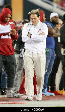 Tampa, États-Unis. Jan 9, 2017. Alabama Crimson Tide Head coach Nick Saban est vu de l'écart au cours de la première Banque D'Images