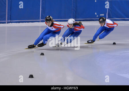 Torino, Italie. 12 Jan, 2017. Alica Porubská, Oliver Ringer, Sandra Trusova en action au cours de l'entraînement Banque D'Images