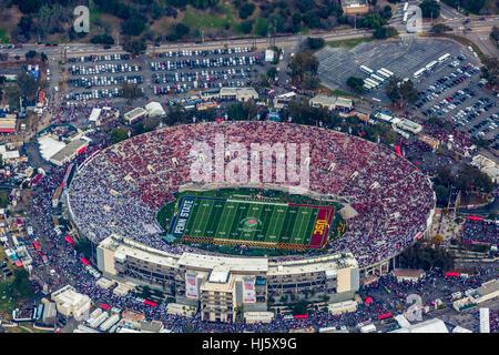 Pasadena, Californie, USA. 2 Jan, 2017. Vue aérienne du Rose Bowl pendant la 2017 Rose Bowl Crédit: Mark Holtzman/ZUMA/Alamy Banque D'Images