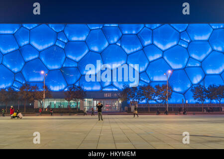 Centre national de natation de Pékin au crépuscule, du Parc olympique Beijing, République populaire de Chine, l'Asie Banque D'Images