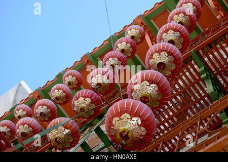 Lanternes décoratives dans Chinatown San Francisco Banque D'Images