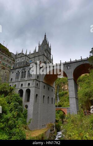 Le sanctuaire de Las Lajas à Ipiales Colombie vu de dessous Banque D'Images