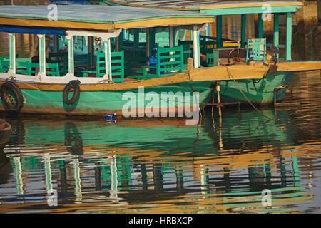 Bateaux de touristes sur la rivière Thu Bon, Hoi An (Site du patrimoine mondial de l'UNESCO), Vietnam Banque D'Images