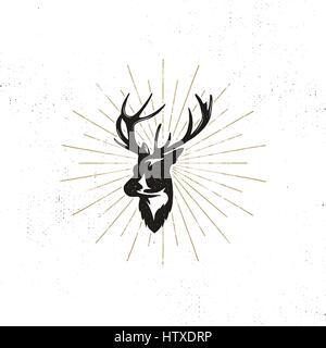 Dessinés à la main, tête de cerf, label. Vintage black vector silhouette de tête de cerf avec bois sunbursts, isolé Banque D'Images
