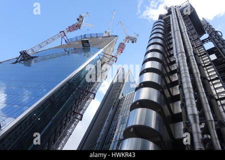 Voir à la recherche jusqu'à la gratte-ciel Scalpel en construction dans la ville de London UK Banque D'Images