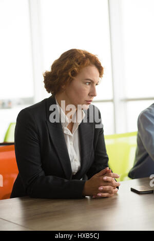 Angry business woman in office Banque D'Images