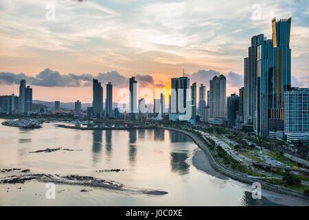 Des toits de la ville de Panama au coucher du soleil, la ville de Panama, Panama, Amérique Centrale Banque D'Images