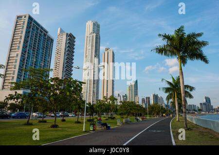 Piétons et les toits de la ville de Panama, Panama, Amérique Centrale Banque D'Images