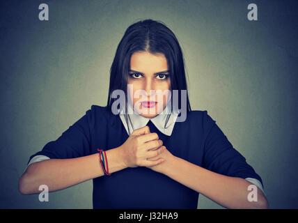 Portrait de femme en colère prêt à combattre Banque D'Images