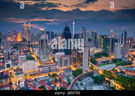 Kuala Lumpur. Cityscape image de Kuala Lumpur, en Malaisie, au coucher du soleil. Banque D'Images