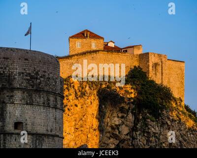 La vieille ville de Dubrovnik en Croatie Bokar fort éclairé par le coucher du soleil lumière chaude Banque D'Images