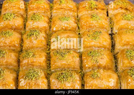 """Gros plan du traditionnel turc délicieux dessert Ramadan """"Baklava"""" à la pistache Banque D'Images"""