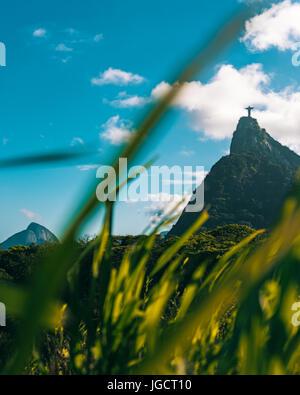 Vue éloignée sur le Christ Rédempteur, Rio de Janeiro, Brésil Banque D'Images