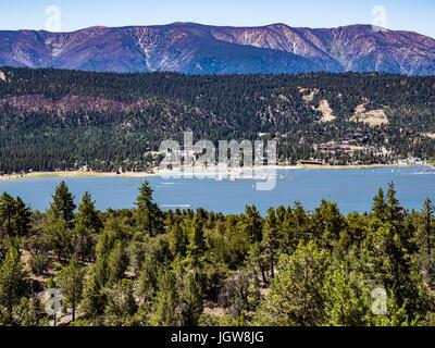Big Bear Lake dans les montagnes san bernerdino Banque D'Images