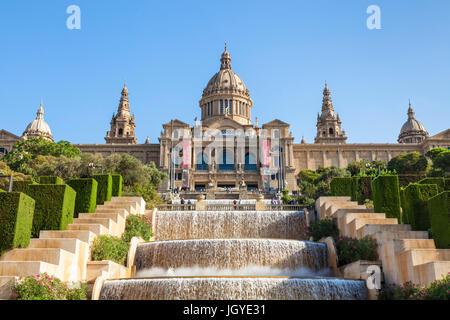 Catalunya Barcelone Espagne Barcelone Barcelone ville avec les fontaines magiques de Mont Juic Font Magica de Montjuic Banque D'Images