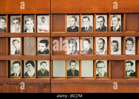 Allemagne, Berlin, Prenzlauer Berg, Mémorial du Mur de Berlin, des photos de gens tués par des gardes-frontière Banque D'Images