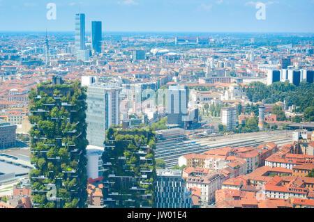 L'Italie, Lombardie, Milan, Bosco Verticale tours résidentielles 111 Mètres 78 mètres conçu Boeri Studio Projet Banque D'Images