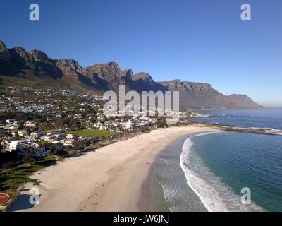 Vue sur Camps Bay, Cape Town, Afrique du Sud Banque D'Images