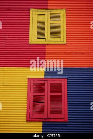 Volets peints sur le site House in Caminito, la Boca, Buenos Aires, Argentine Banque D'Images
