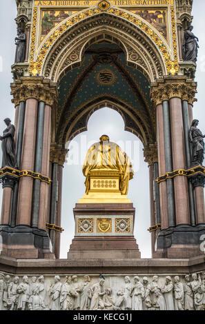 Côté Nord de l'Albert Memorial - un monument commémorant la mort du Prince Albert en 1861. Les Jardins de Kensington, Banque D'Images