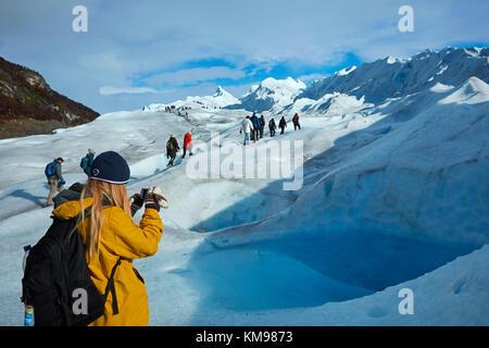 Photographie touristique piscine bleu sur le glacier Perito Moreno, Parque Nacional Los Glaciares (zone du patrimoine Banque D'Images