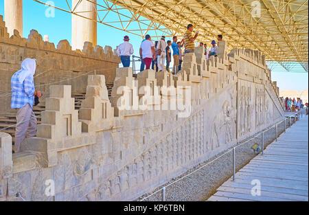 PERSEPOLIS, IRAN - le 13 octobre 2017: l'Escalier de l'Est de l'Apadana palace sont célèbres pour les reliefs, Banque D'Images