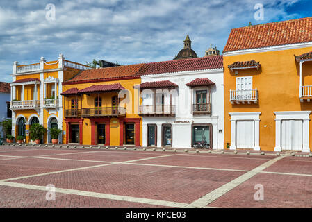 Façade historique à Plaza de la Aduana, Cartagena de Indias, Colombie, Amérique du Sud Banque D'Images