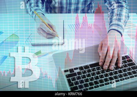 Stock Market graphique, graphique. Businessman working with graph documents. Service de Change Bitcoin sur l'interface Banque D'Images