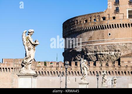 Des statues d'Anges sur le pont Ponte Sant'Angelo Banque D'Images