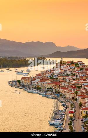 L'heure du coucher du soleil à l'île de Poros, Argolide, Péloponnèse, Grèce Banque D'Images