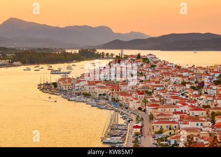 L'île de Poros, au coucher du soleil, Argolide, Péloponnèse, Grèce Banque D'Images