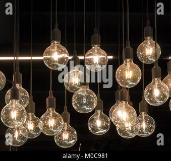 Bonnes idées brillent dans le noir Banque D'Images