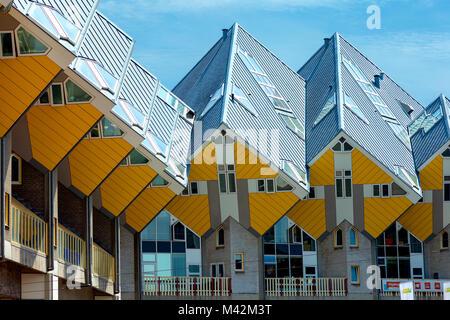 Maisons Cube et nouvelle génération de gratte-ciel dans le centre de Rotterdam, Pays-Bas. Banque D'Images