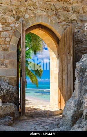 Arch dans la forteresse sur la mer des Caraïbes Banque D'Images